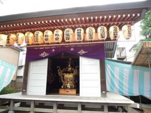 三峯神社(世田谷区砧4-6)お祭り準備(お神輿)