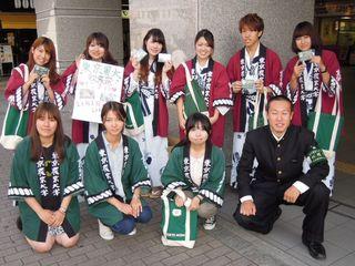 祖師ヶ谷大蔵駅で収穫祭の告知をしていた農大生のみなさん