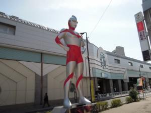 小田急線祖師ヶ谷大蔵駅ウルトラマン商店街のウルトラマン像